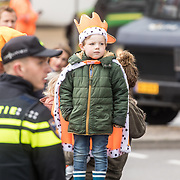 NLD/Amersfoort/20190427 - Koningsdag Amersfoort 2019, Klein jongetje verkleed als koning