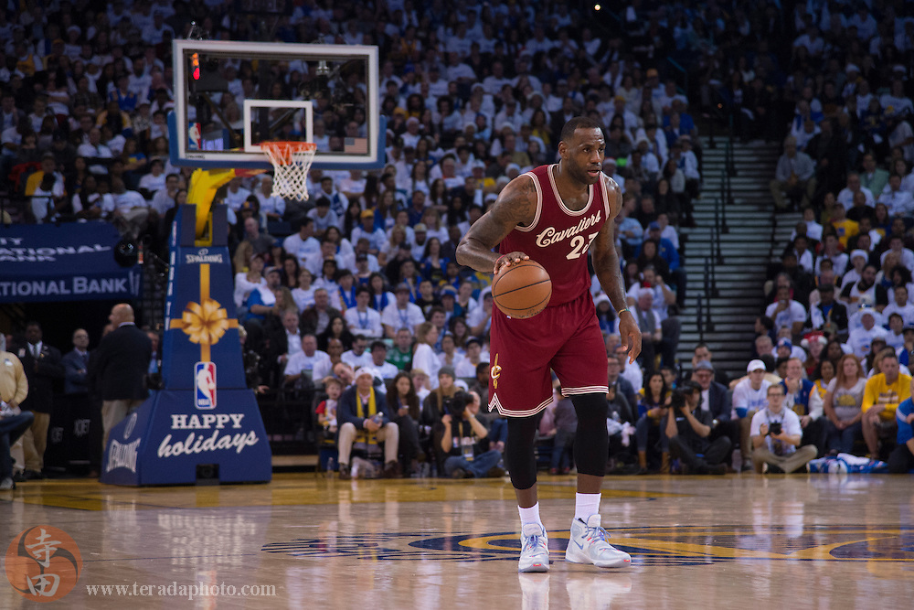 December 25, 2015; Oakland, CA, USA; Cleveland Cavaliers forward LeBron James (23) dribbles the basketball during the second quarter in a NBA basketball game on Christmas against the Golden State Warriors at Oracle Arena. The Warriors defeated the Cavaliers 89-83.