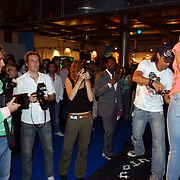 NLD/Amsterdam/20050730 - Sieradenbeurs 2005, Jorinde Moll laat haart t-shirt kapot knippen door T-shirt kunstenaar Ed Hardy. fotografen