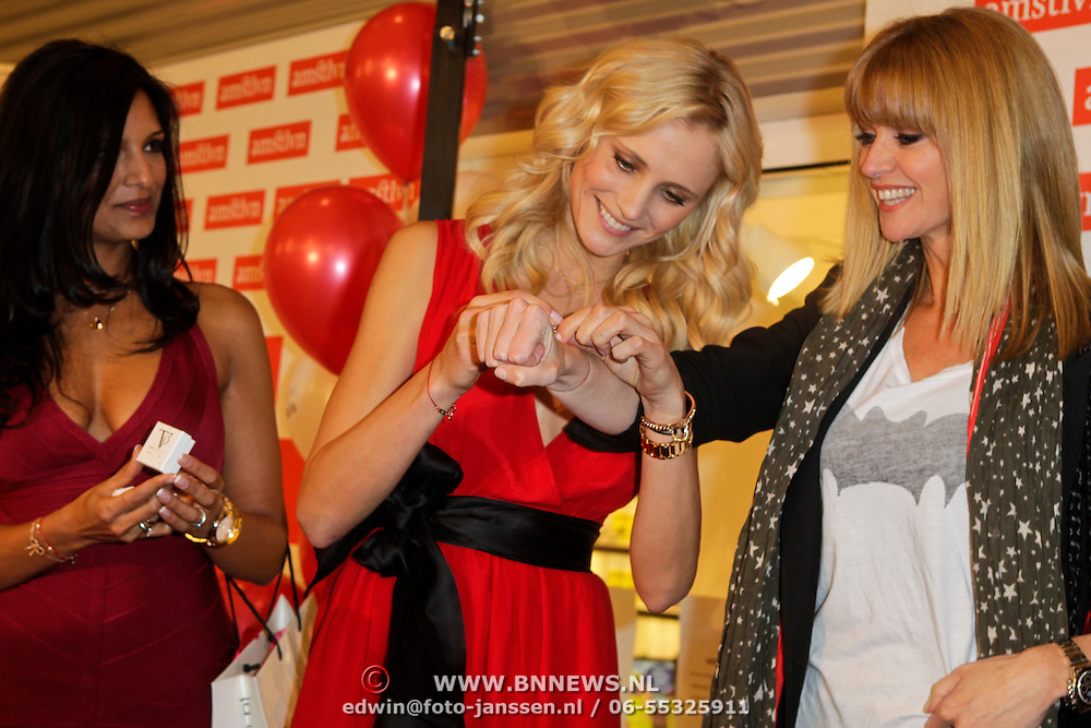 NLD/Amstelveen/20120216 - Presentatie Charityarmband Rode Kruis, Sarissah Lingg, Yfke Sturm en Daphne Deckers