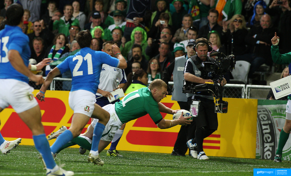 Keith Earls, Ireland, scores the first of his two try of the match during the Ireland V Italy Pool C match during the IRB Rugby World Cup tournament. Otago Stadium, Dunedin, New Zealand, 2nd October 2011. Photo Tim Clayton...