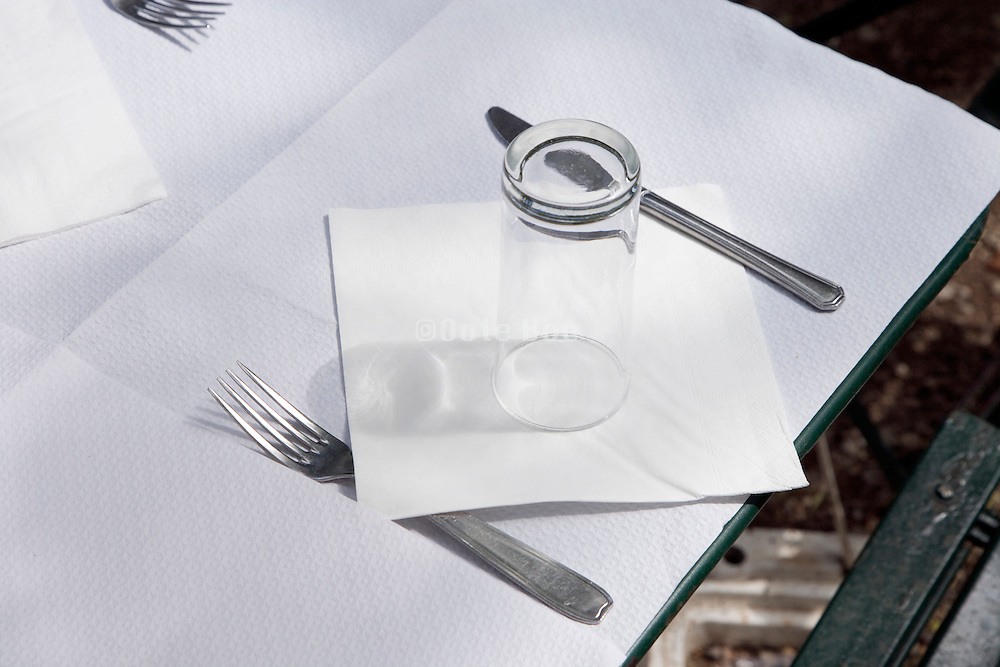outdoor restaurant table setting