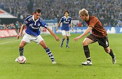 05.11.2010, Veltins Arena, Gelsenkirchen, GER, 1.FBL, FC Schalke 04 vs Fc St. Pauli, im Bild:  Jose Manuel Jurado (Schalke ESP #18) vs Bastian Oczipka (FC St. Pauli #6), EXPA Pictures © 2010, PhotoCredit: EXPA/ nph/  Scholz+++++ ATTENTION - OUT OF GER +++++