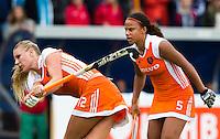 DEN BOSCH -  tijdens de wedstrijd tussen de vrouwen van Jong Oranje  en Jong Wit-Rusland (15-0), tijdens het Europees Kampioenschap Hockey -21. rechts Leiah Brigitha. ANP KOEN SUYK