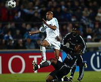 Fotball<br /> Semifinale UEFA-cup 2003/04<br /> Olympique Marseille v Newcastle<br /> 6. mai 2004<br /> Foto: Digitalsport<br /> NORWAY ONLY<br /> <br />  STEVE MARLET (OM) / SHOLA AMEOBI (NEW)
