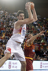 25.08.2015, Palacio de los Deportes de La Rioja, Logrono, ESP, Basketball Testspiel, Spanien vs Mazedonien, im Bild Spain's Pau Gasol (l) and Macedonia's Marko Simonovski // during a International Basketball Friendly Match between Spain and Macedonia at the Palacio de los Deportes de La Rioja in Logrono, Spain on 2015/08/25. EXPA Pictures © 2015, PhotoCredit: EXPA/ Alterphotos/ Acero<br /> <br /> *****ATTENTION - OUT of ESP, SUI*****