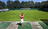 """2007 Voorschotense Golfbaan """"Het Wedde"""". Inslaplaatsen in een kooi. Drivingrange"""