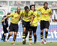 Fotball<br /> Bundesliga Tyskland<br /> Foto: imago/Digitalsport<br /> NORWAY ONLY<br /> <br /> 14.08.2004  <br /> <br /> Torjubel BVB v. li.: Leonardo Dede, Niclas Jensen, Tomas Rosicky und Andre Bergdølmo