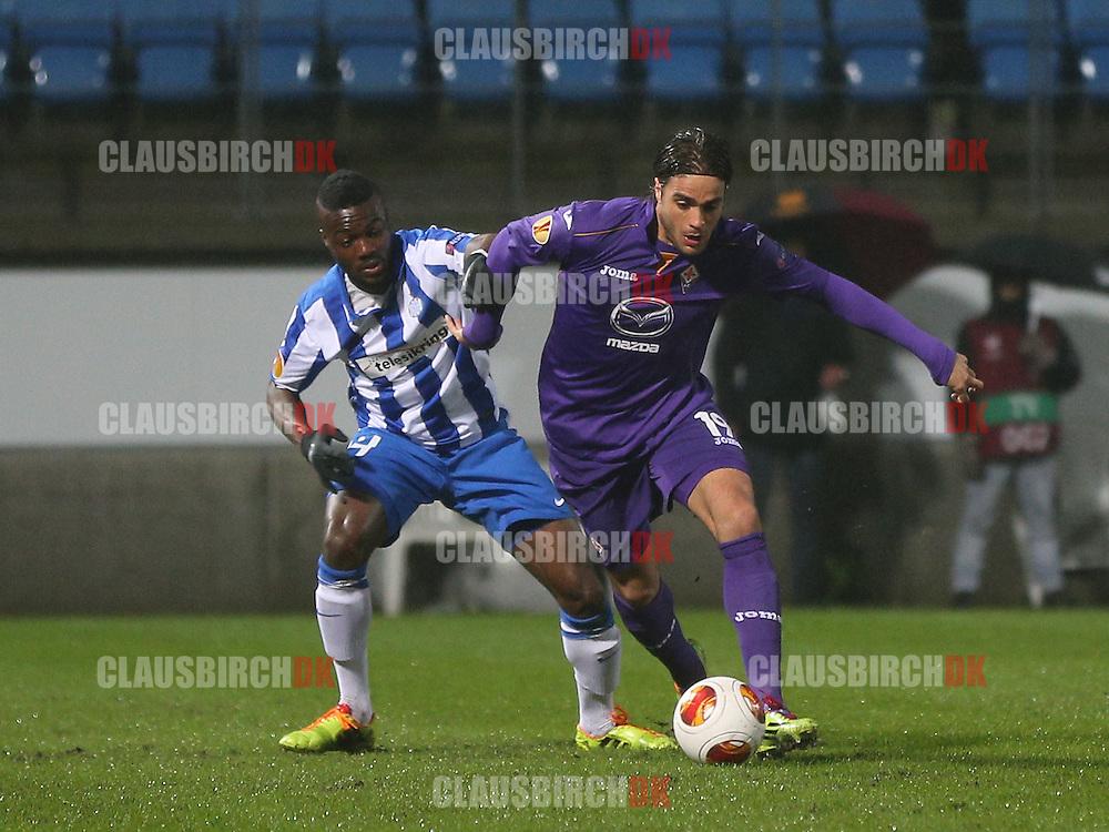 Alessandro Matri (Fiorentina) kæmper sig fri af Davidson Drobo-Ampem (Esbjerg).
