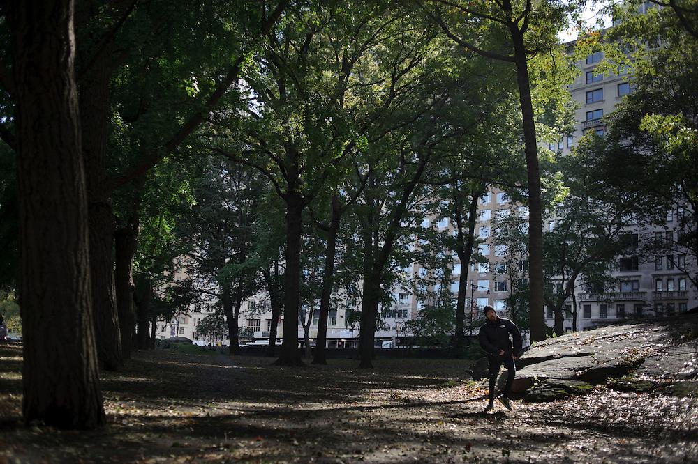 Maickel Melamed ejercita en Central Park como preparación para correr el Maratón de NY 2011.