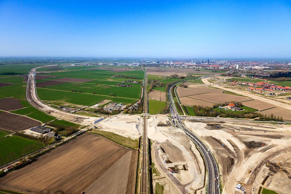 Nederland, Friesland, Leeuwarden, 01-05-2013; aanleg N31 de Haak om Leeuwarden. Bouw nieuw knooppunt Werpsterhoek, kruising spoorlijn naar Heerenveen. Leeuwarden aan de horizon..De nieuwe rijksweg vormt de verbinding tussen de huidige A31 bij Marsum en de N31 bij Hemriksein (Wâldwei)..Construction site of new motorway junction of the N31, near Leeuwarden (background) , crossing the railway Leeuwarden - Heerenveen. .luchtfoto (toeslag op standard tarieven).aerial photo (additional fee required).copyright foto/photo Siebe Swart