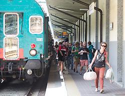 THEMENBILD - An den Bahnhöfen in Südtirol stranden seit Monaten jede Woche Hunderte Flüchtlinge. Wer es über das Meer bis nach Italien geschafft hat, versucht, rasch weiter in Richtung Norden zu kommen, meist werden sie dabei von deutsch-österreichisch-italienischen Polizeistreifen aus den Zügen geholt. Am Bahnhof in Bozen und am Brenner werden sie von Helfern versorgt. Viele der Flüchtlinge wollen nach Deutschland und Skandinavien. Der Brenner ist nur ein Etappenziel. Hier im Bild Ankunft eines Reisezuges. Aufgenommen am 9. August 2015 am Bahnhof Brenner // Arrival of a passenger train at the Brenner railway station on the border between Tyrol, Austria and South Tyrol, Italy, 09 August 2015. Each Week hundreds of asylum seekers reportedly are stopped by Austrian, German and Italian police. The Austrian government has been struggling to house masses of new arrivals, as some provincial leaders and many mayors have opposed hosting asylum seekers in their communities. More than 28,300 people applied for refugee protection in Austria in the first half of the year, with many coming from Syria, Afghanistan and Iraq. EXPA Pictures © 2015, PhotoCredit: EXPA/ Johann Groder