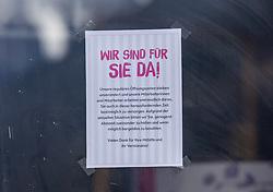 """15.03.2020, Matrei, AUT, Coronavirus Krise, Osttirol. Die österreichische Bundesregierung als auch die Tiroler Landesregierung haben zahlreiche Massnahmen und Gesetzte zur Eindämmung und Verbreitung der Corona Virus Pandemie erlassen. Im Bild Hinweis auf der Ladentür einer BIPA Filiale in Matrei in Osttirol mit der Aufschrift """"Wir sind für Sie da"""" // Note on the shop door of a BIPA Shop in Matrei with the inscription """"We are here for you"""". The Austrian federal government and the Tyrolean state government have introduced numerous measures and laws to contain and spread the Corona Virus pandemic. Matrei in Osttirol, Austria on 2020/03/15. EXPA Pictures © 2020, PhotoCredit: EXPA/ Johann Groder"""