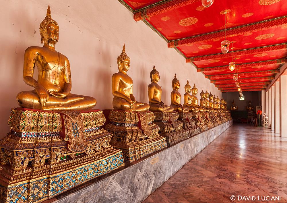 Sitting golden Buddha statues at Wat Pho.
