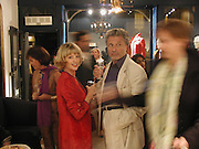 Edina Ronay. Selina Blow shop party. Elizabeth St. London. 12 September 2000. © Copyright Photograph by Dafydd Jones 66 Stockwell Park Rd. London SW9 0DA Tel 020 7733 0108 www.dafjones.com