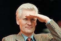 02 SEP 1995, HAMBURG/GERMANY:<br /> Henning Voscherau, SPD, Buergermeister Hamburg, waehrend dem Sommerfest der SPD<br /> IMAGE: 19950902-01/01-04<br /> KEYWORDS: Bürgermeister