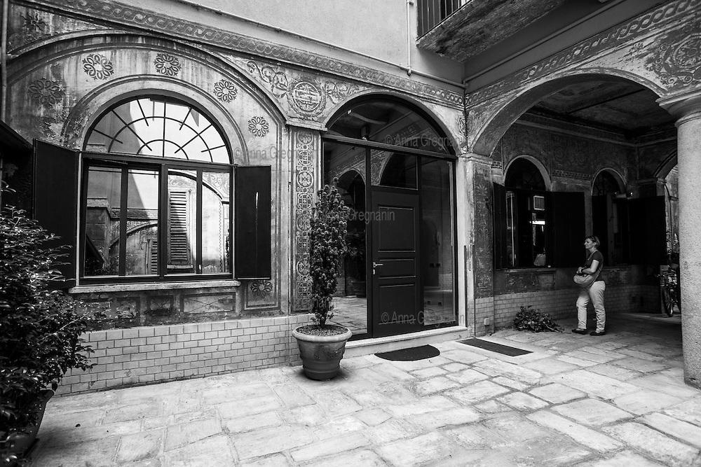 Milano, la bottega storica di cappelli di Lorenzo Borghi.
