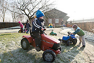 """Nederland, Herpen, 20090128...De kinderen spelen buiten..Kinderopvang 'Op de boerderij' in Herpen...""""OP DE BOERDERIJ"""" kinderopvang..is gevestigd bij een vleesveebedrijf te Herpen...Wandelen op het erf van de boerderij....Netherlands, Herpen, 20090128. ..The children take a walk..Childcare on the farm in Herpen. ..""""ON THE FARM"""" childcare ..is located at a beef farm in Herpen.    .."""