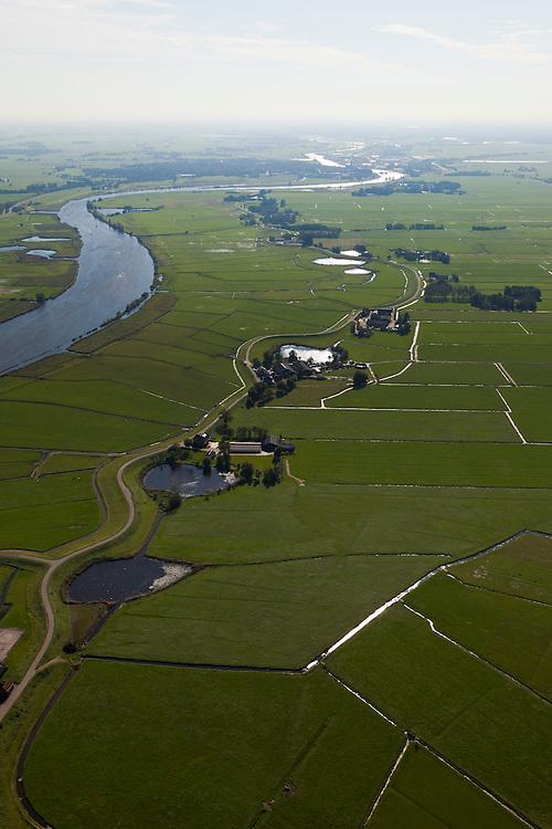 Nederland, Overijssel, Gemeente Zwartewaterland , 03-10-2010; Polder Mastenbroek en het Zwarte Water, ten zuidoosten van Genemuiden. De kolken bij de Mastenbroekerdijk zijn ontstaan door dijkdoorbraken.  .Polder Mastenbroek, southeast of Genemuiden. The pools in the Mastenbroek dike are created by dike breaches..luchtfoto (toeslag), aerial photo (additional fee required).foto/photo Siebe Swart