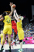 DESCRIZIONE : Basketball Jeux Olympiques Londres Demi finale<br /> GIOCATORE : Charles Tinan Usa Cambage Elizabeth Jackson Lauren AUS<br /> SQUADRA : USA FEMME<br /> EVENTO : Basketball Jeux Olympiques<br /> GARA : USA AUSTRALIE<br /> DATA : 09 08 2012<br /> CATEGORIA : Basketball Jeux Olympiques<br /> SPORT : Basketball<br /> AUTORE : JF Molliere <br /> Galleria : France JEUX OLYMPIQUES 2012 Action<br /> Fotonotizia : Jeux Olympiques Londres demi Finale Femme Greenwich Arena<br /> Predefinita :