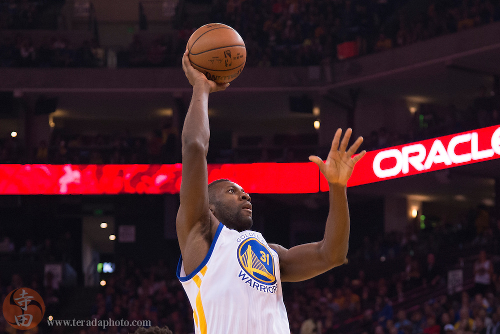 November 20, 2015; Oakland, CA, USA; Golden State Warriors center Festus Ezeli (31) shoots the basketball during the first quarter against the Chicago Bulls at Oracle Arena. The Warriors defeated the Bulls 106-94.