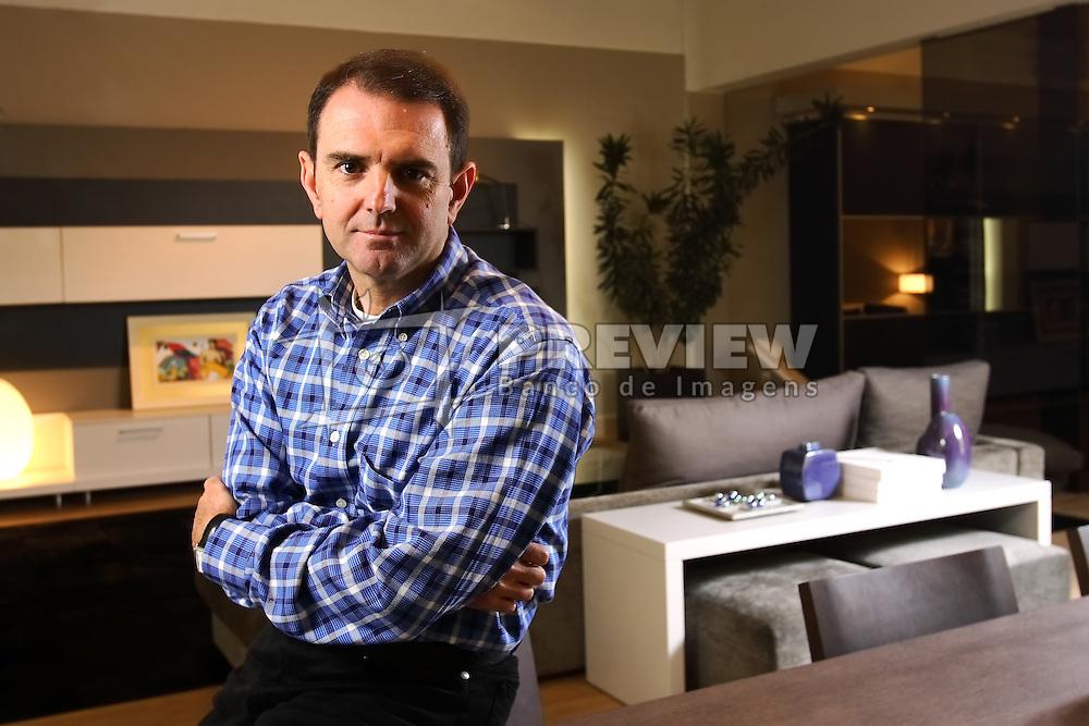Gelson Castellan no show room da fábrica de Móveis Florense, em Flores da Cunha. FOTO: Jefferson Bernardes/Preview.com