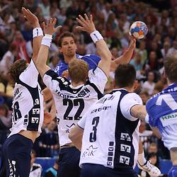 Hamburg, 24.05.2015, Sport, Handball, DKB Handball Bundesliga, HSV Handball - SG Flensburg-Handewitt : Anspiel von Adrian Pfahl (HSV Handball, #26) an Henrik Toft Hansen (HSV Handball, #15)<br /> <br /> Foto © P-I-X.org *** Foto ist honorarpflichtig! *** Auf Anfrage in hoeherer Qualitaet/Aufloesung. Belegexemplar erbeten. Veroeffentlichung ausschliesslich fuer journalistisch-publizistische Zwecke. For editorial use only.