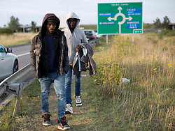 © Licensed to London News Pictures. 29/08/2015. Calais, France. A couple of refugees walk towards <br /> the perimeter fences to attempt their way out to UK through the Channel Tunnel in Frethun, near Calais. Photo credit : Isabel Infantes/LNP