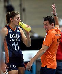 27-09-2015 NED: Volleyball European Championship Nederland - Polen, Apeldoorn<br /> Nederland verslaat Polen met 3-1 / Anne Buijs #11, Coach Giovanni Guidetti