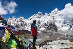 """THEMENBILD - Wanderung im Sagarmatha National Park in Nepal, in dem sich auch sein Namensgeber, der Mount Everest, befinden. In Nepali heißt der Everest Sagarmatha, was übersetzt """"Stirn des Himmels"""" bedeutet. Die Wanderung führte von Lukla über Namche Bazar und Gokyo bis ins Everest Base Camp und zum Gipfel des 6189m hohen Island Peak. Aufgenommen am 18.05.2018 in Nepal // Trekkingtour in the Sagarmatha National Park. Nepal on 2018/05/18. EXPA Pictures © 2018, PhotoCredit: EXPA/ Michael Gruber"""