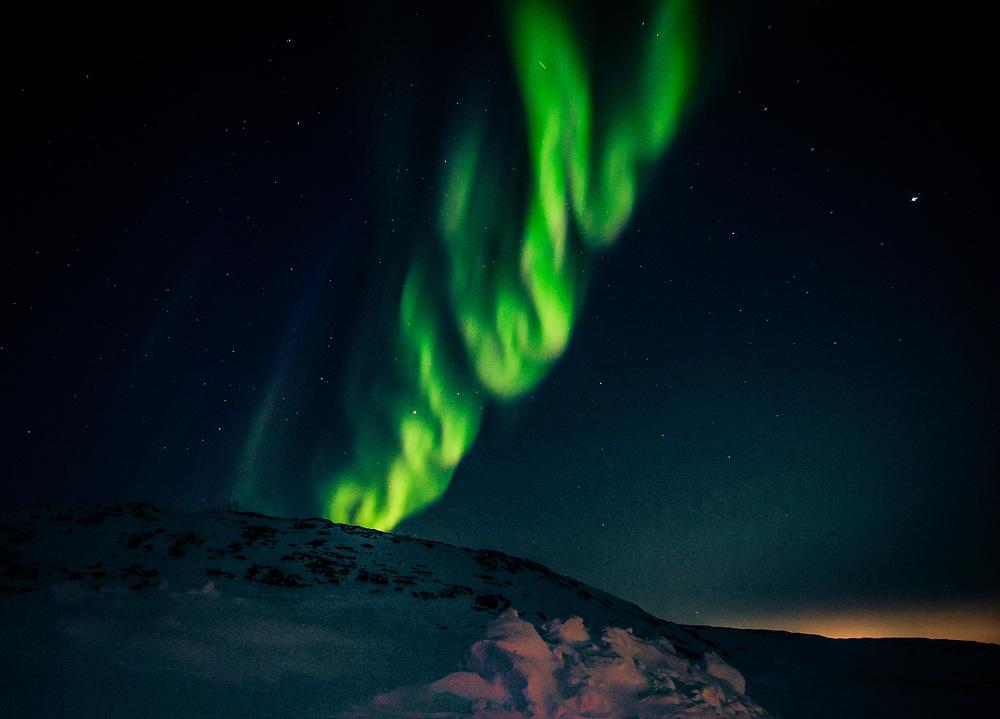 A beautiful evening for aurora borealis, april 2, 2016.