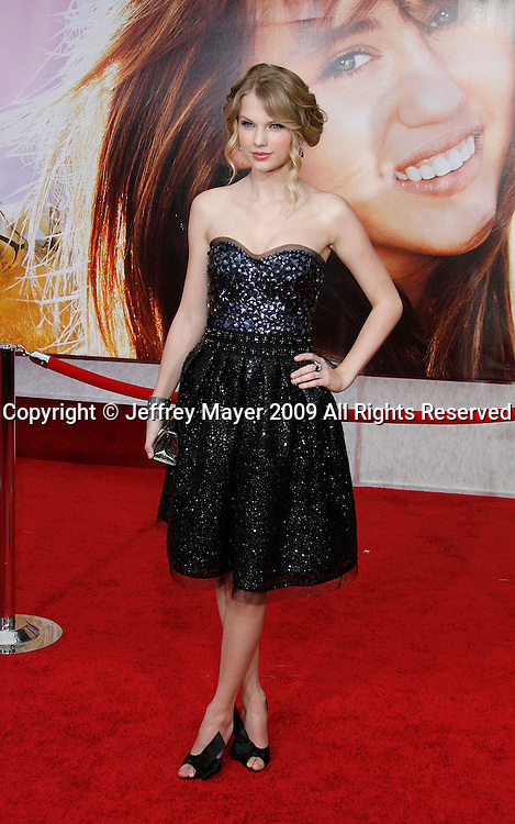 """HOLLYWOOD, CA. - April 02: Taylor Swift arrives at the premiere of Walt Disney Picture's """"Hannah Montana: The Movie"""" held at the El Captian Theatre on April 2, 2009 in Hollywood, California."""