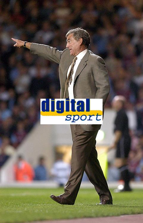 Photo. Glyn Thomas<br />West Ham Utd v Bradford City. Nationwide Division 1.<br />Upton Park, West Ham, London. 26/08/2003.<br />Caretaker manager Trevor Brooking shows his team who's boss.