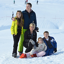 22.02.2016, Lech, AUT, Fototermin mit der Niederländischen Königsfamilie in Lech am Arlberg, im Bild Countess Eloise, Prinz Constantijn,Prinzessin Laurentien, Countess Leonore und Count Claus-Casimir pose for photographers // Countess Eloise, Prince Constantijn,Princess Laurentien, Countess Leonore and Count Claus-Casimir pose for photographers pose for photographers during a photo session in the Austrian skiing resort of  in Lech, on Monday, Feb. 22, 2016. The Dutch Royal family is currently spending their winter vacation in the western Austrian province of Vorarlberg. Lech, Austria on 2016/02/22. EXPA Pictures © 2016, PhotoCredit: EXPA/ Stringer