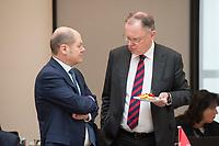 16 MAR 2017, BERLIN/GERMANY:<br /> Olaf Scholz, SPD, 1. Buergermeister Hamburg, Stephan Weil, SPD, Ministerpraesident Niedersachsen, (v.Ln.R.), im Gespraech, vor Beginn einer Sitzung der Ministerpraesidentenkonferenz, Bundesrat<br /> IMAGE: 20170316-01-014<br /> KEYWORDS: Ministerpräsidentenkonferenz, MPK, Gespräch