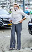 GOUDA, 2-12-2020, Grant Thorton<br /> <br /> Koningin Maxima heeft deelgenomen aan een bijeenkomst van nlgroeit bij Grant Thorton in Gouda. Nlgroeit is een platform waar ondernemers elkaar helpen om hun volgende groeistap te zetten. Koningin Máxima nam deel in haar hoedanigheid als lid van het Nederlands Comité van Ondernemerschap, ingesteld door het ministerie van Economische Zaken en Klimaat om duurzame groei van het midden- en kleinbedrijf te stimuleren. <br /> <br /> Queen Maxima took part in a meeting of nlgroeit at Grant Thorton in Gouda. Nlgroeit is a platform where entrepreneurs help each other to take their next growth step. Queen Máxima took part in her capacity as a member of the Netherlands Entrepreneurship Committee, established by the Ministry of Economic Affairs and Climate Policy to stimulate sustainable growth of small and medium-sized businesses.