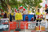 DEU, Deutschland, Germany, Berlin, 28.06.2017: Exiliraner prostestieren mit einem Galgen vor dem Auswärtigen Amt gegen den Besuch des iranischen Aussenministers Javad Zarif.