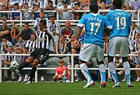 Photo: Andrew Unwin.<br />Newcastle United v PSV Eindhoven. Pre Season Friendly. 29/07/2006.<br />Newcastle's Nolberto Solano (L) attempts to curl in a free-kick.