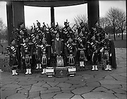 06/02/1960<br /> 02/06/1960<br /> 06 February 1960 <br /> Fintan Lawlor Pipe Band group photograph at Fairview Park, Dublin.