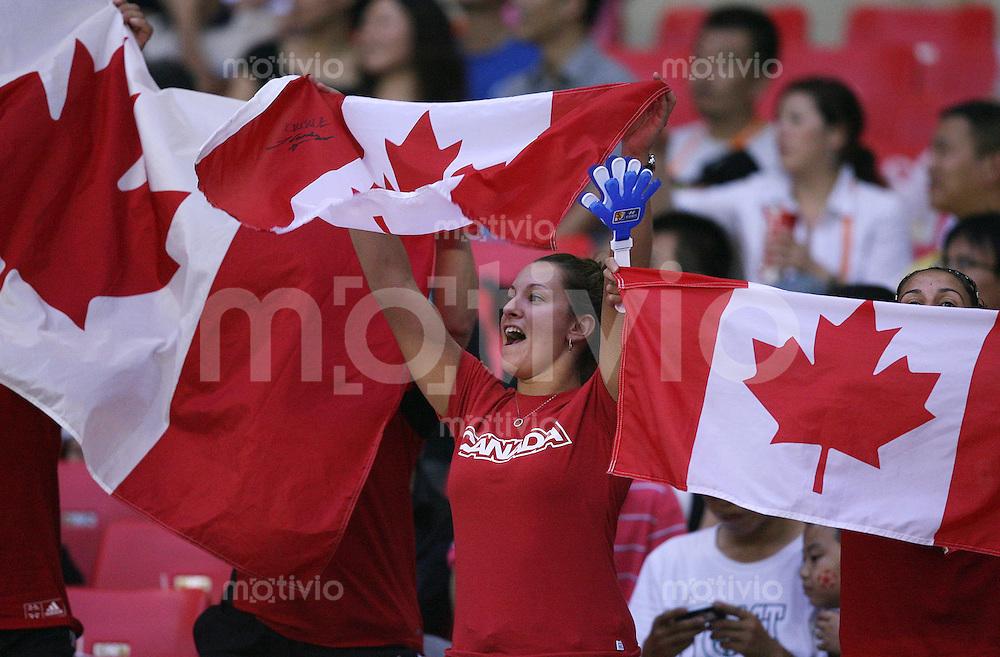 Fussball International Frauen WM China 2007  Kanada - Ghana  Canada - Ghana  CAN Fans mit Fahnen