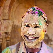 *légende* Célébration de Holi, festival des couleurs qui annonce l'arrivée du printemps en Inde à Vrindavan - Uttar Pardesh - Inde