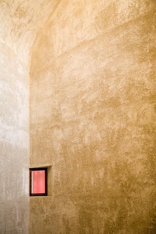 2º Premio en I Concurso de Fotografía Arquitectónica TECTÓNICA-ROTO-FRANK. Ventana en el Palacio del Condestable / 2nd prize at the I Architectural Photography Competition TECTÓNICA-ROTO-FRANK. Window at The Condestable´s House Restoration. ARQUITECTOS/ARCHITECTS: Tabuenca & Leache Arquitectos: Fernando Tabuenca González, Jesús Leache Resano<br /> LOCALIZACIÓN/LOCATION: C/ Mayor 2, Pamplona. Navarra. Spain