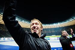 December 7, 2017 - Berlin, Tyskland - 171207 Östersunds tränare Graham Potter jublar efter fotbollsmatchen i Europa League mellan Hertha Berlin och Östersund den 7 december 2017 i Berlin  (Credit Image: © Petter Arvidson/Bildbyran via ZUMA Wire)