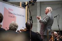 12 JUN 2015, BERLIN/GERMANY:<br /> Daniel Barenboim dirigiert die Staatskapelle Berlin, Richtfest Berliner Schloss - Humbold Forum<br /> IMAGE: 20150612-01-221