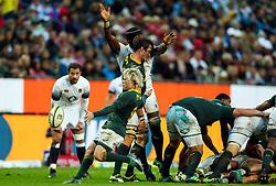 Franco Mostert of South Africa blocks Maro Itoje of England  as Faf de Klerk of South Africa kicks - Mandatory by-line: Steve Haag/JMP - 23/06/2018 - RUGBY - DHL Newlands Stadium - Cape Town, South Africa - South Africa v England 3rd Test Match, South Africa Tour