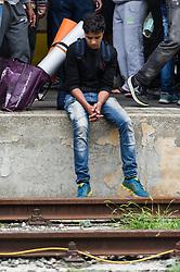 05.09.2015, Westbahnhof, Wien, AUT, Flüchtlinge warten auf Züge für eine Weiterreise nach Deutschland, im Bild Flüchtling wartet am Bahnsteig // refugees waiting for trains to germany at Trainstation Westbahnhof in vienna, austria on 2015/09/05, EXPA Pictures © 2015, PhotoCredit: EXPA/ Michael Gruber