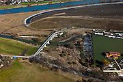 Nederland, Limburg, gemeente Maastricht, 07-03-2010; waterhuishouding van de Maas. De overlaat, onder in beeld voert - bij hoogwater - extra water af om zo de stuw bij Borgharen te ontlasten. Het eiland Bosscherveld (boven) wordt gedeeltelijk afgegraven, de Maas kan bij hoogwater in de toekomst ook over het eiland stromen..Water management of the Meuse. The spillway (bottom) functions in case of high waters as an extra relieve for the weir at Borgharen. The island Bosscherveld is partially excavated, in the future the Meuse high water will flow over the island..luchtfoto (toeslag), aerial photo (additional fee required).foto/photo Siebe Swart