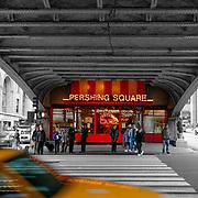 Pershing Square bridge BW, New York, United States (March 2005)