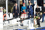 Koning Willem-Alexander en koningin Maxima brengen een streekbezoek aan Schouwen-Duiveland en Tholen in de provincie Zeeland. <br /> <br /> King Willem-Alexander and Queen Maxima pay a regional visit to Schouwen-Duiveland and Tholen in the province of Zeeland.<br /> <br /> Op de foto / On the photo: Aankomst in de in haven van Bruinisse waar Willem Alexander en Maxima  een vaartocht met politieboot van Bruinisse naar Anna Jacobapolder maken /// Arrival in the harbor of Bruinisse where Willem Alexander and Maxima make a cruise with police boat from Bruinisse to Anna Jacobapolder
