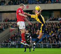 Photo: Daniel Hambury.<br />Oxford Utd v Wrexham. Coca Cola League 2.<br />12/11/2005.<br />Wrexham's Lee McEvilly (L) rises above the Oxford defence to scores his and his teams second goal.